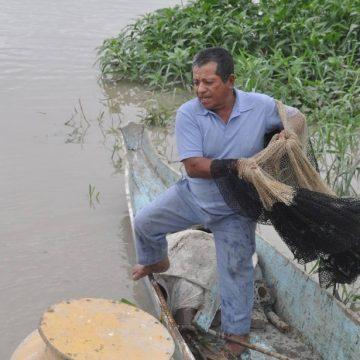Gregorio Morán y su arte de pesca de antaño, en Samborondón.