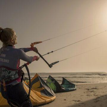 El inesperado paraíso del kitesurf en el desierto de Sahara