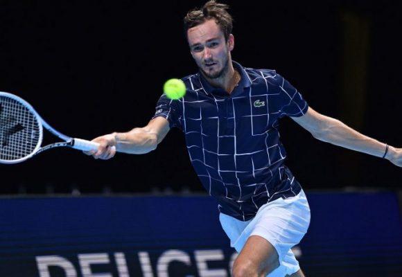 """Medvedev derrota a Djokovic y pasa a semifinal en el torneo de """"Los Mejores 8"""" Nitto ATP Final 2020"""