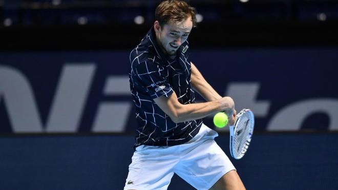 Medvedev gana de nuevo frente a  Zverev en Nitto ATP Finals 2020