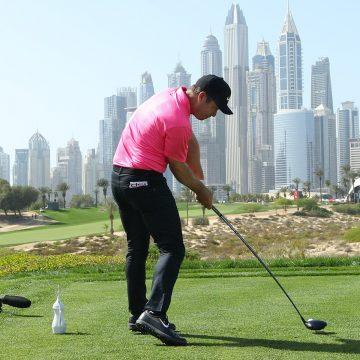 Paul Casey cerró con birdie-eagle liderazgo por un tiro en tercer día del golf Omega Dubai Desert Classic
