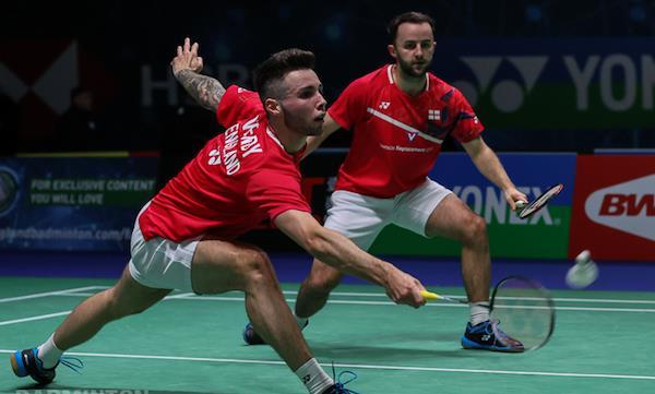 Ingleses Lane y Vendy derrotan a rusos Ivanove Sozonov en inicio de Bádminton Thailand Open 2021