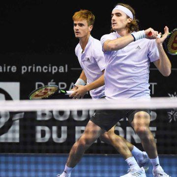 Hermanos Tsitsipas avanzan en dobles Tennis ATP de Rotterdam y ayudan a niños en causa