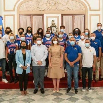 Vicepresidenta recibe a Campeonas del Club Avanzada Juvenil