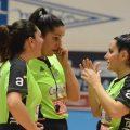 Tres mujeres hacen historia arbitrando partido de baloncesto masculino