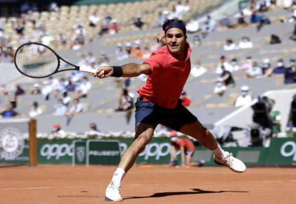 Federer sigue en carrera con épico triunfo en Roland Garros 2021
