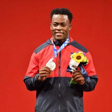 Dominicano Zacarias Bonnat gana plata en pesas Olimpiadas Tokio 2021